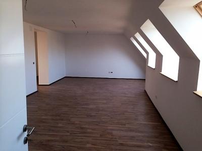 Top-sanierte 3-Zimmer Dachgeschosswohnung in 1100 Wien